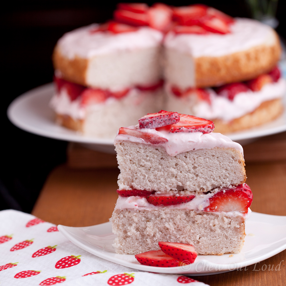 Cake With Cream Frosting : Fresh Strawberry Cake with Cream Cheese Frosting - Chew ...