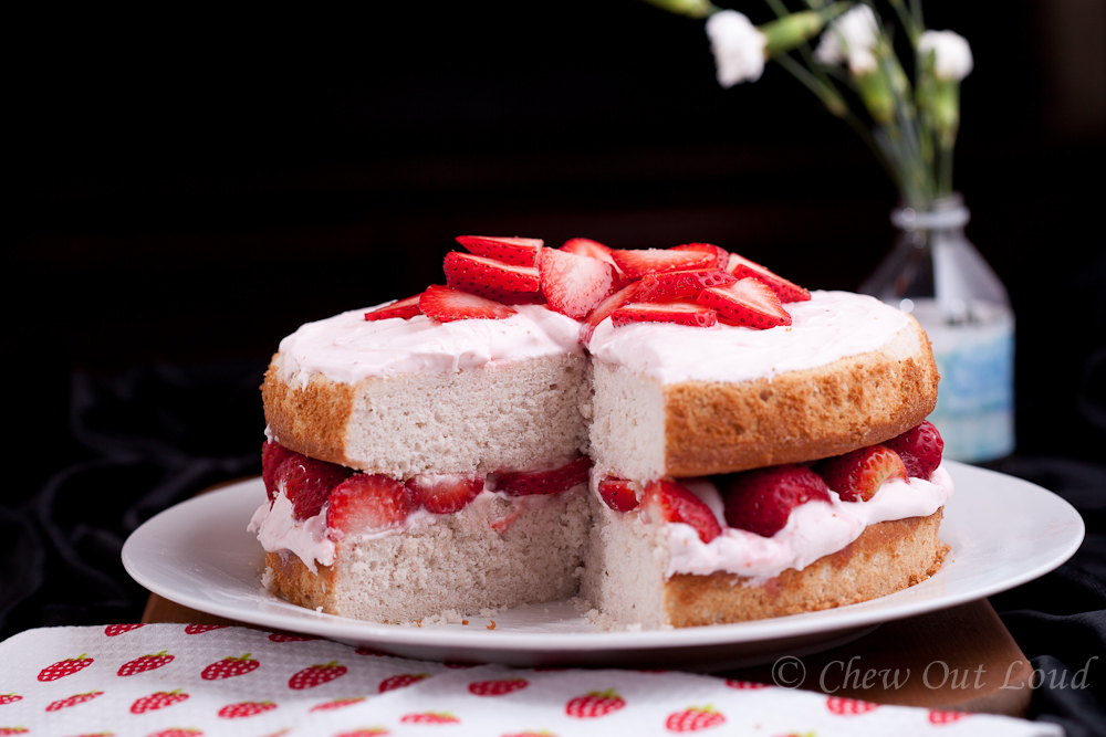 strawberry cake with cream cheese frosting fresh strawberry cake with cheese frosting chew 7739