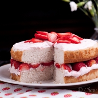 Fresh Strawberry Cake with Cream Cheese Frosting